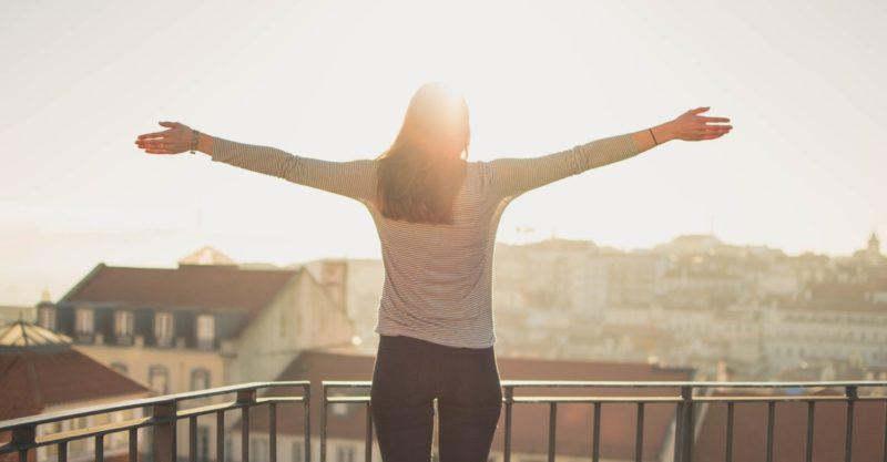 日常生活の中で立ち方を改善して腰痛を予防する