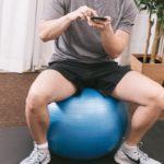 自宅でバランスボールで腰痛ケア