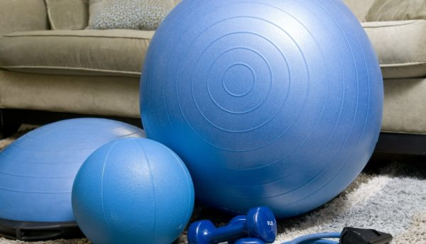 バランスボールで腰痛予防