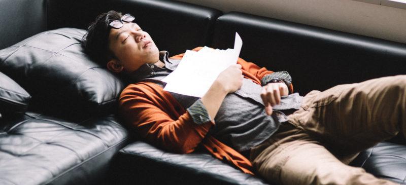 ソファーなどで寝る人は歪みやすい