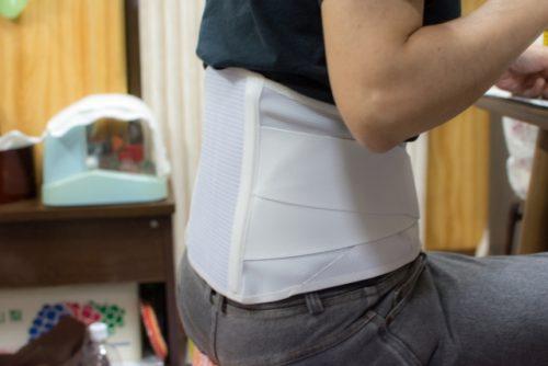 コルセットで腰の痛みを軽減