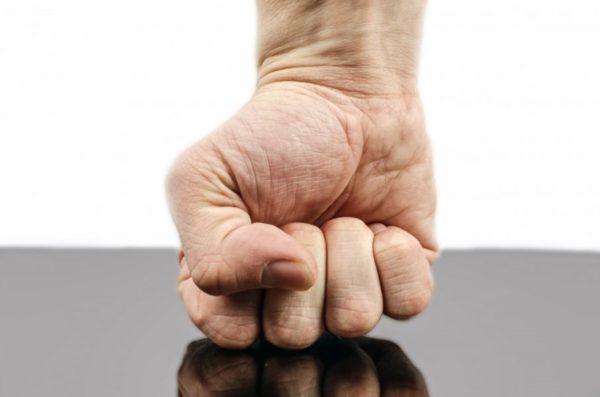 力を入れる過ぎて筋肉の過緊張